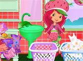 Игра Шарлотта Земляничка стирает одежду