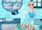 Игра Эльза моет посуду