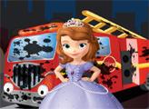 Игра София моет пожарную машину