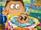 Игра Малыш Поу купается