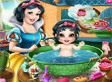 Игра Малышка Белоснежки принимает ванну