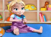 Игра Анна играет с маленькой Эльзой