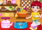 Игра Малышка готовит для мамы